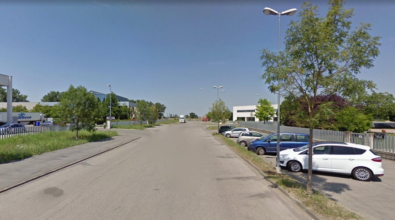 Sorbolo vendesi capannone di 800 mq con uffici e casa for Piani di capannone per uffici esterni